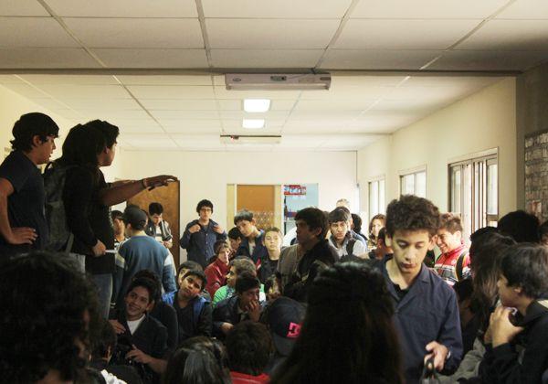 Cansados de esperar nuevas aulas, los alumnos tomaron el CET 22