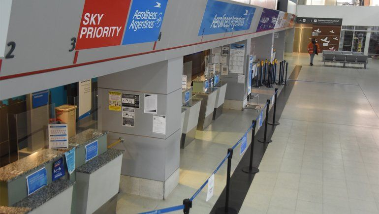 En el aeropuerto de Neuquén quedaron la mitad de aerolíneas