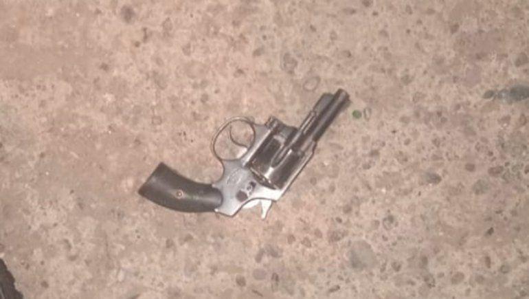 Feroz tiroteo en el barrio Quito: tres detenidos y dos heridos de bala