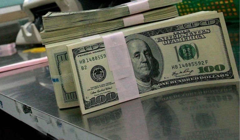 Quiénes pueden comprar dólares: con el Gobierno preocupado, se renueva el cupo de US$200