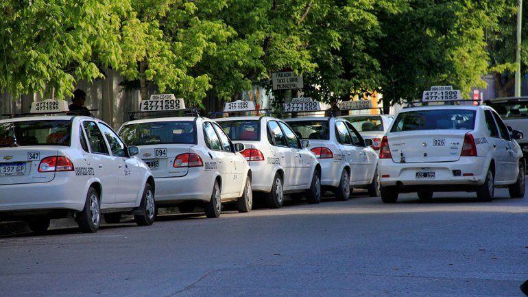 Taxistas pedirán un bono por la caída de sus viajes