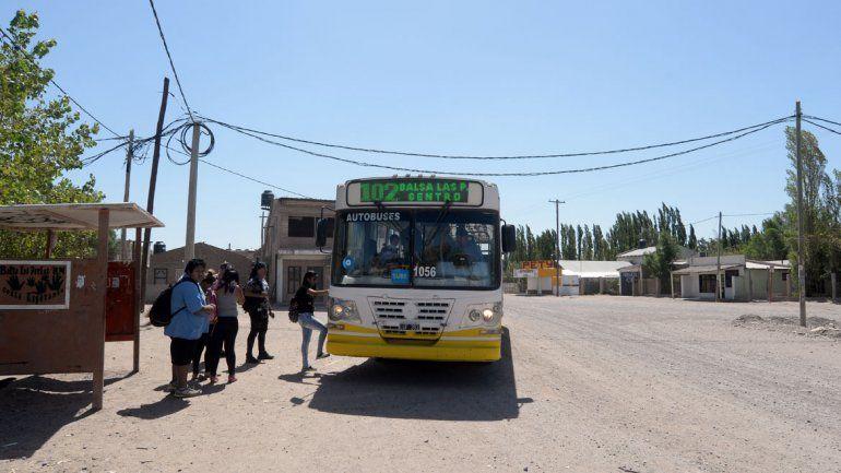 Los vecinos se quejaban por las demoras del colectivo: casi una hora de recorrido hacia Neuquén.