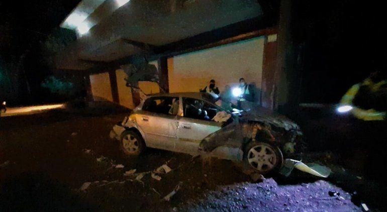 Grave: joven trabajador chocó en auto contra una vaca y pelea por su vida