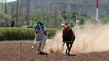 Cabeza a cabeza: las mejores carreras en el Jockey Club neuquino