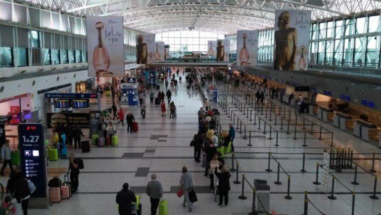 Restringirán vuelos desde y hacia Estados Unidos