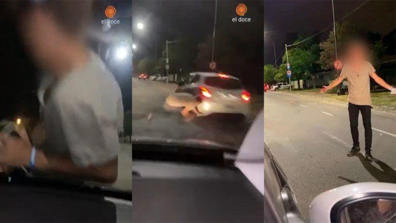 Video: llevaban a su amigo en el capó del auto y casi es atropellado
