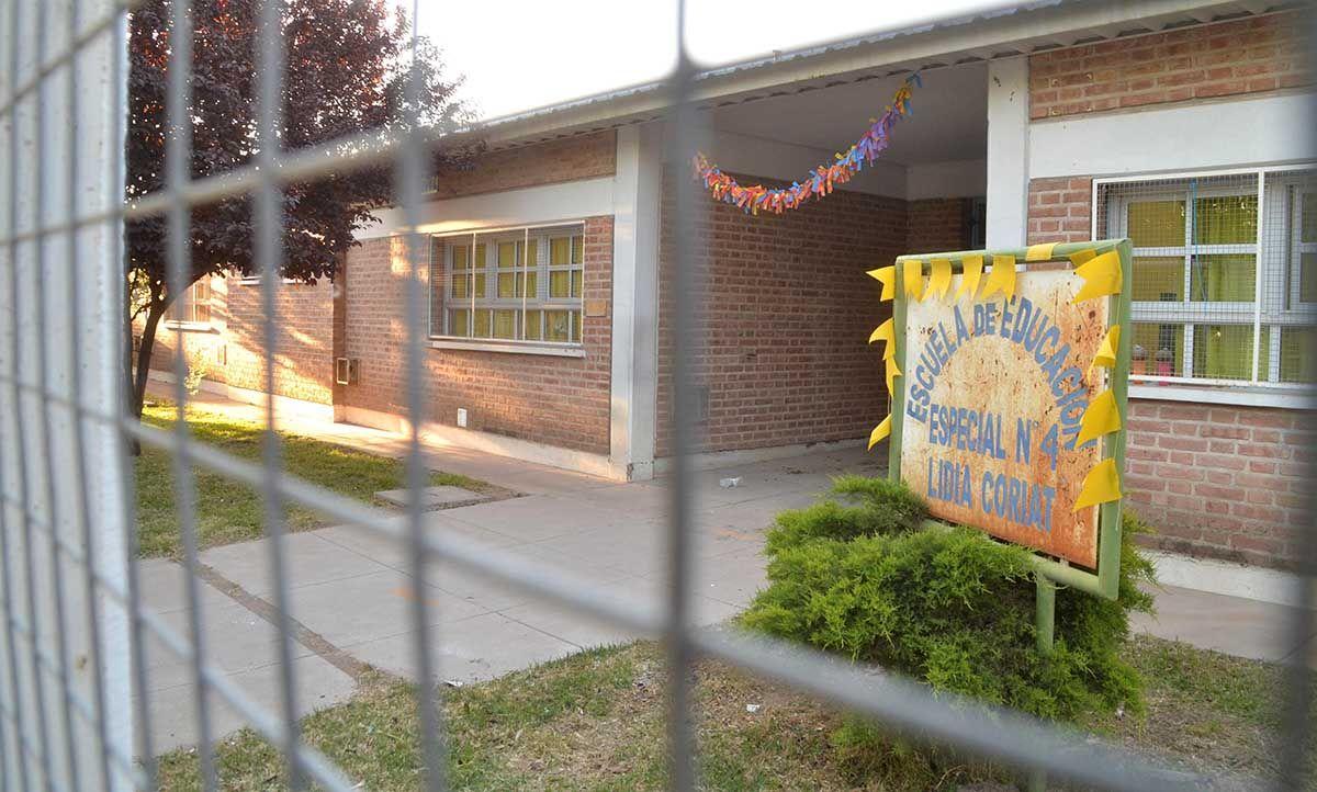 escuela 4: educacion dice que falta un informe de camuzzi