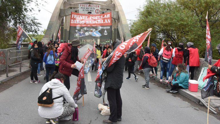 Organizaciones barriales de Neuquén cortarán los puentes el jueves