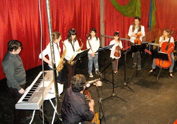El ritmo de los tambores y la Orquesta Juvenil