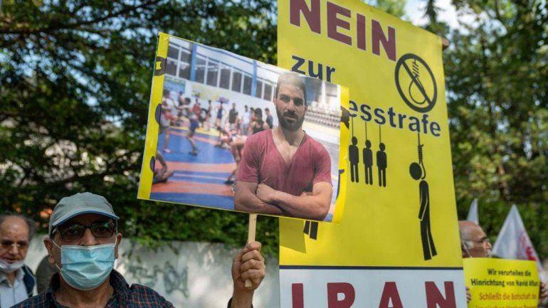 Repudio por la ejecución de campeón de lucha iraní