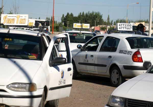 Taxistas alertan sobre desamparo ante inseguridad