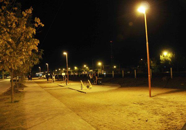 Iluminaron el gimnasio al aire libre