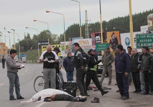 Un ciclista murió al ser atropellado a metros de los puentes carreteros