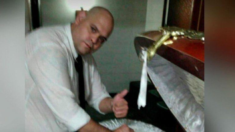 Cayó el funebrero que se sacó una foto con el cuerpo de Maradona, y tenía más