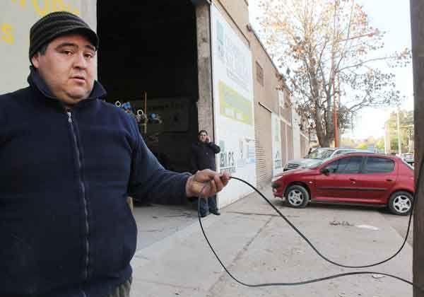 Vecinos molestos por corte de líneas telefónicas