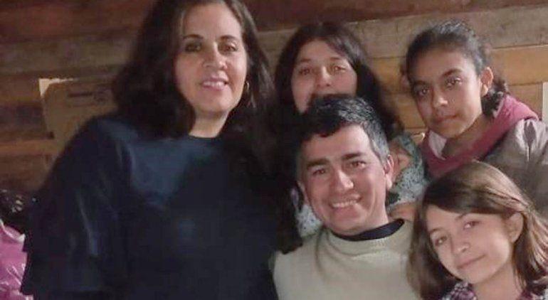 Jaquelina y su familia esperan ansiosos la operación que le permita volver a caminar.