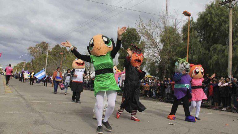 Así se vivió el tradicional desfile por el aniversario de Cipo