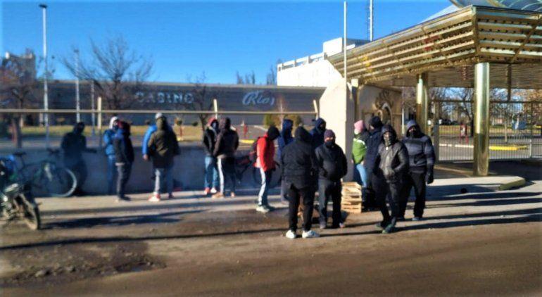 Trabajadores del casino reclamaron por sus salarios
