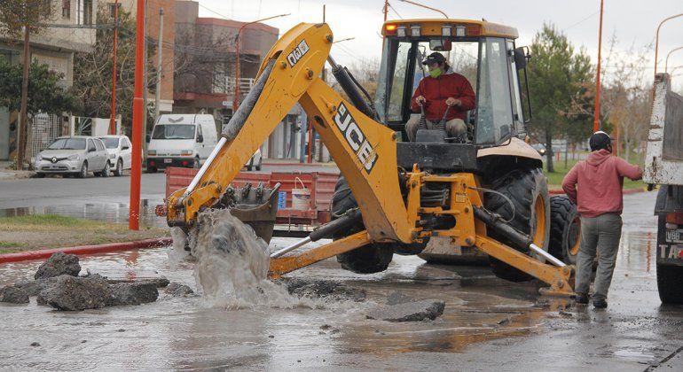Por la rotura de un acueducto, el tránsito sobre calle Pacheco fue un caos