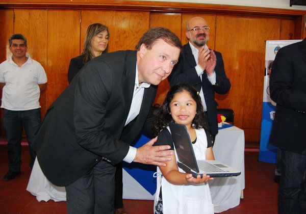 El gobernador entregará casi mil netbooks en Choele Choel y Luis Beltrán