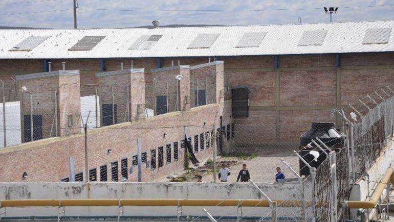 Una violenta pelea en el penal de Roca terminó con dos internos hospitalizados