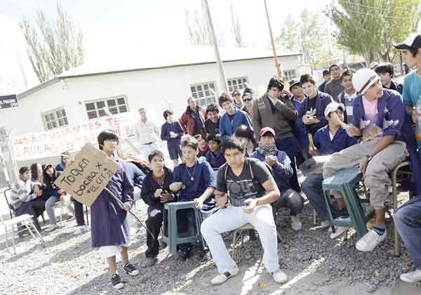 Tomaron colegio para que habiliten talleres