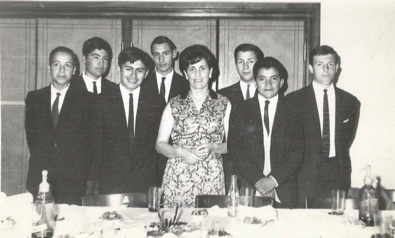Blanca Errecart y alumnos de la Academia de dactilografía.