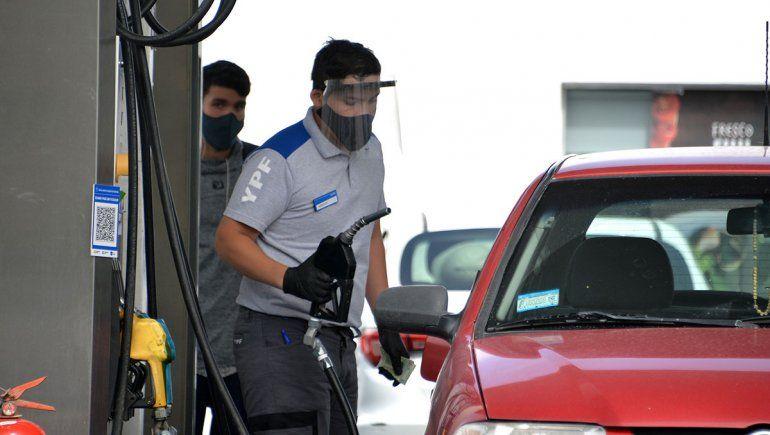 YPF anunció un aumento escalonado del precio de las naftas