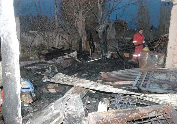 Un incendio destruyó dos viviendas en Puente 83