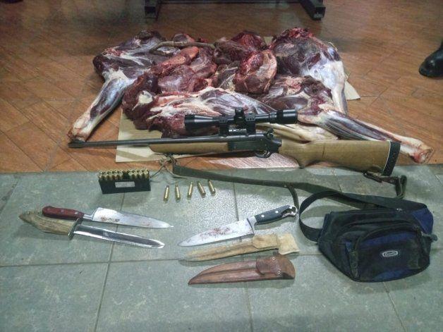 Sorprendidos con carne de ciervo cazado ilegalmente.