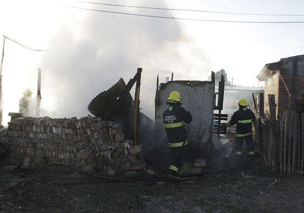 Una familia allense perdió todo en un incendio