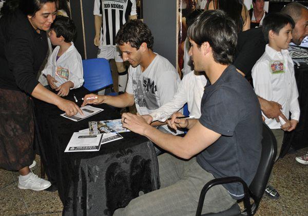 El fútbol se hizo presente en la Feria del Libro de Cipolletti