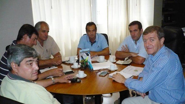 Tortoriello habló con dirigentes frutícolas sobre los planteos más urgentes.