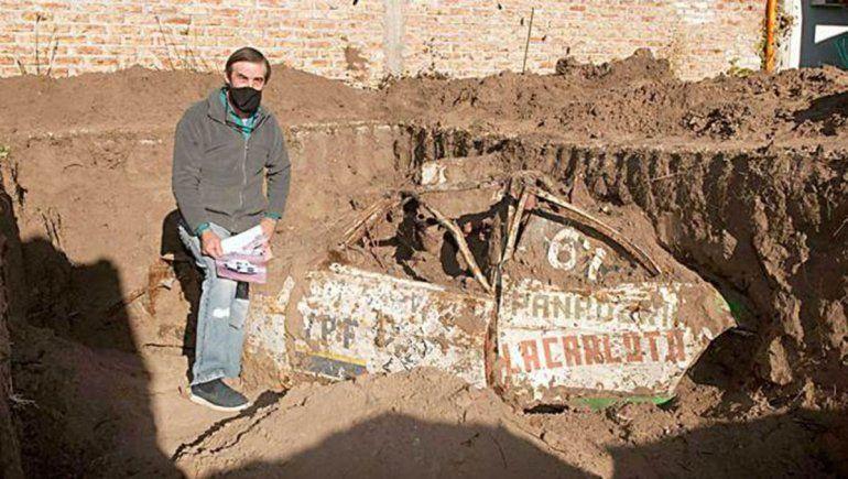 En La Pampa encontraron un auto de carreras enterrado