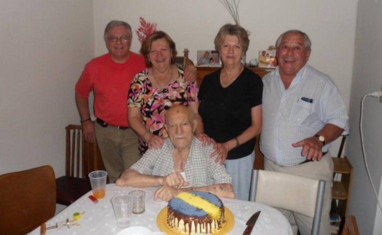 Eduardo Lamastra con sus hijas y yernos.