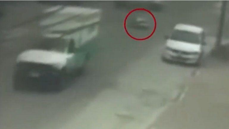 Se abrieron las puertas de la ambulancia y un paciente cayó al asfalto