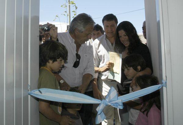 Vecinos de la cooperativa San Sebastián recibieron su casa propia