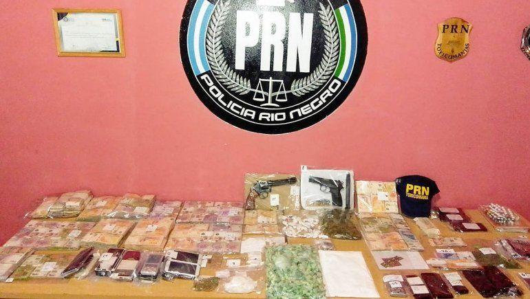 Secuestran cocaína, LSD y armas en varios allanamientos