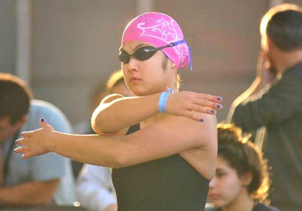 Cinco finales para los nadadores albinegros