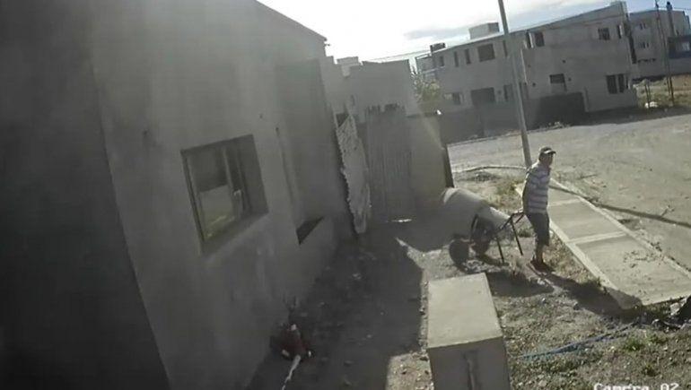 En segundos: robó una hormigonera y quedo filmado