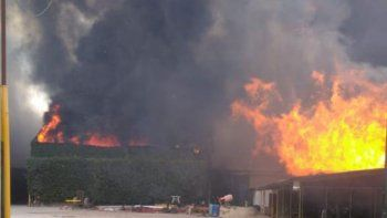 asi se veia el voraz incendio de la empresa cervi desde el aire