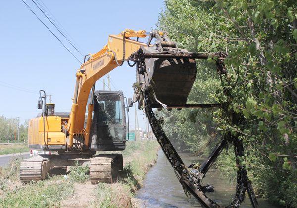 Limpian canales por basura y lama