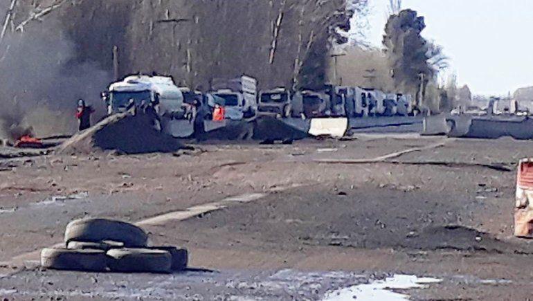 Piquete de vecinos que quedan aislados por la obra de Ruta 22