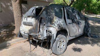 queman autos y apedrean casas con total impunidad