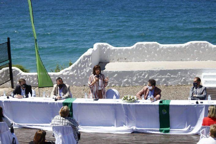 Carreras presentó la temporada de verano en Las Grutas