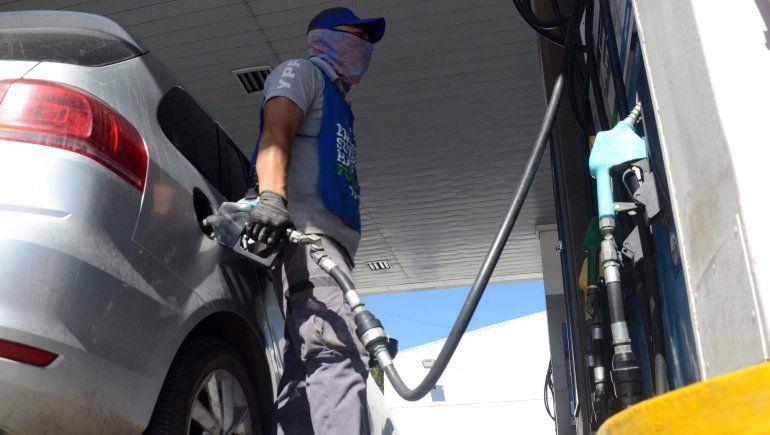 De a poco comienza el abastecimiento de combustible.