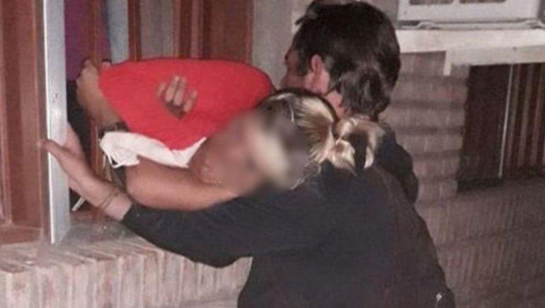 Embarazada quedó atorada tras intentar robar en un club