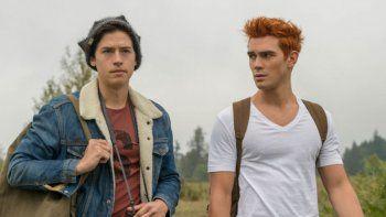 Cole Sprouse y Kj Apa volvieron al set para el rodaje de la quinta temporada de Riverdale | Foto: Captura Netflix