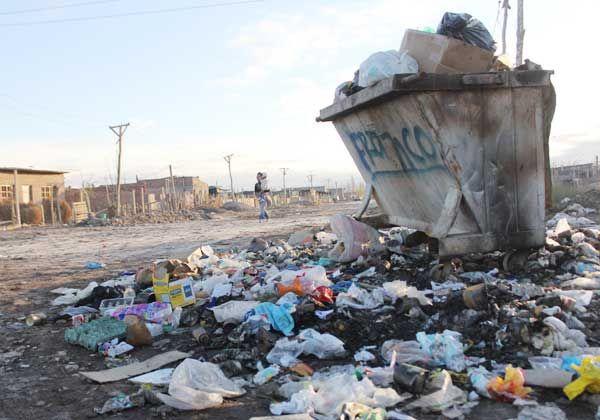 Preocupa la acumulación de basura en el barrio Obrero A