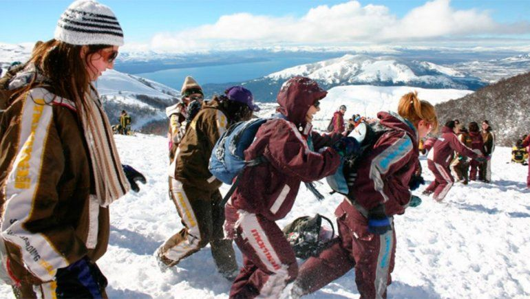 Ocultó síntomas y contagió a 65 compañeros en el viaje a Bariloche